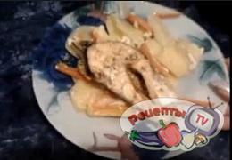 Лосось с овощами под сливочно-сырным соусом - видео рецепт